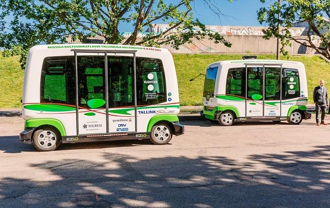Фото: безпілотні автобуси в Талліні (twitter.com/ELeesistumine)