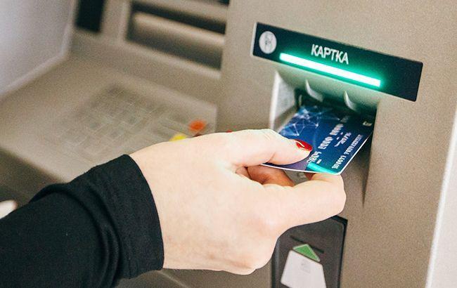 НБУ назвав кількість платіжних карток на кожного українця