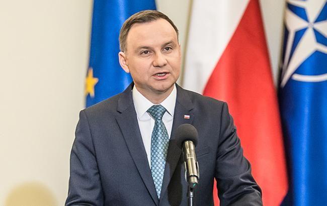 Лимузин президента Польши врезался вбетонное ограждение