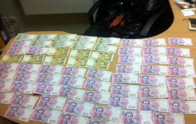 Фото: изъятые у чиновника деньги