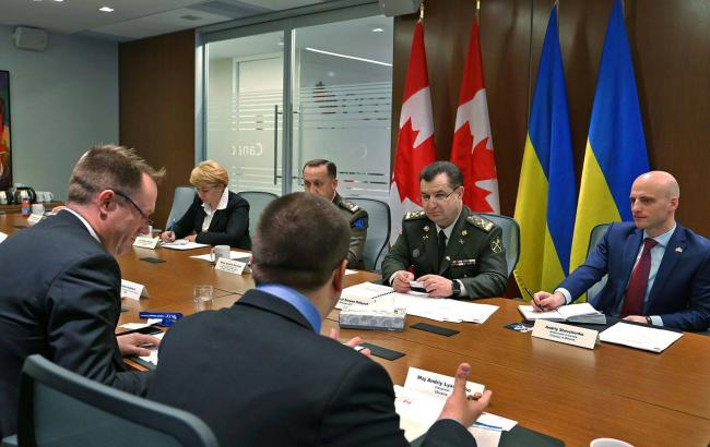 Фото: Полторак и представители оборонной индустрии Канады обсудили сотрудничество