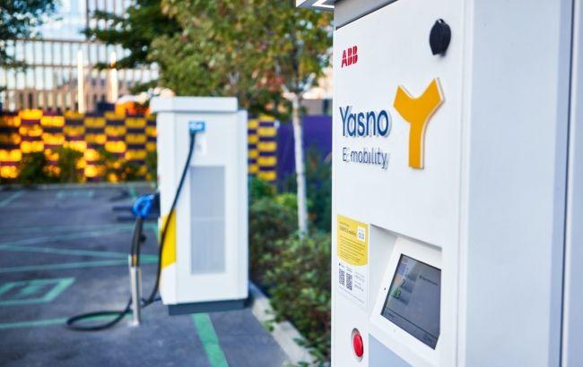 YASNO установил 6 зарядных станций в электромобильном хабе UNIT.City