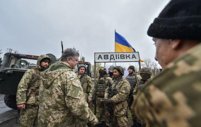 Фото: Петр Порошенко в Авдеевке (пресс-служба АПУ)