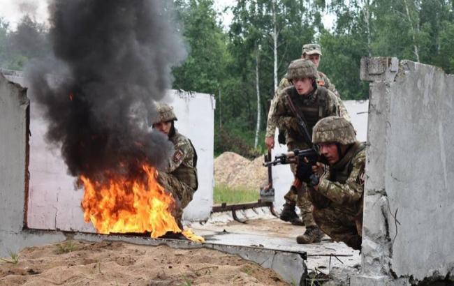 З початку доби на Донбасі бойовики вже тричі обстріляли українських військових
