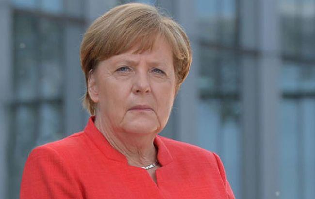 Меркель раскритиковала Турцию за арест немецкого писателя