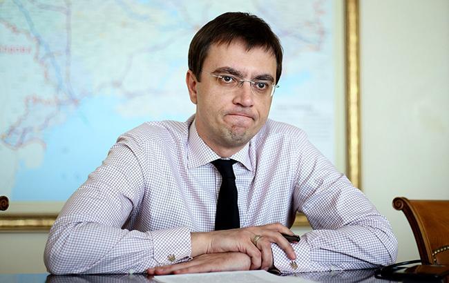 Министру инфраструктуры Владимиру Омеляну придется отвечать на претензии МАУ в суде (фото РБК-Украина)