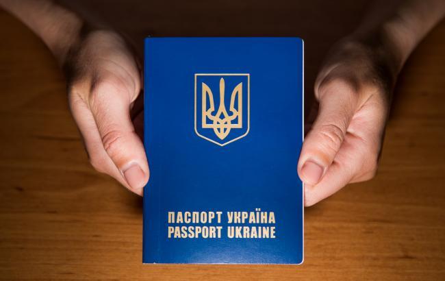 """""""Вытирай свою морду"""": В сети рассказали о хамстве в """"паспортном столе"""" в Каменском"""
