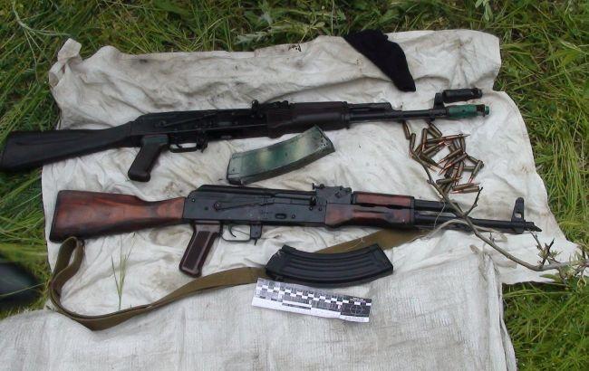 Фото: изъятое у торговца оружие