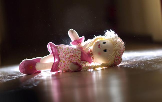 У Краматорську горе-мати заснула на вулиці, залишивши немовля лежати на узбіччі дороги