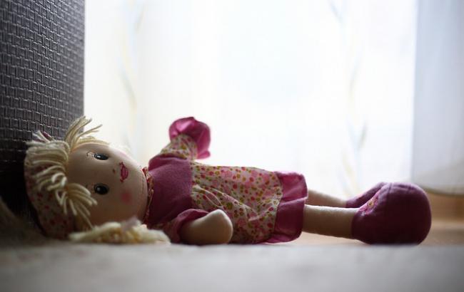 Фото: Дівчинку знайшли мертвою у підвалі будинку (РБК-Україна)