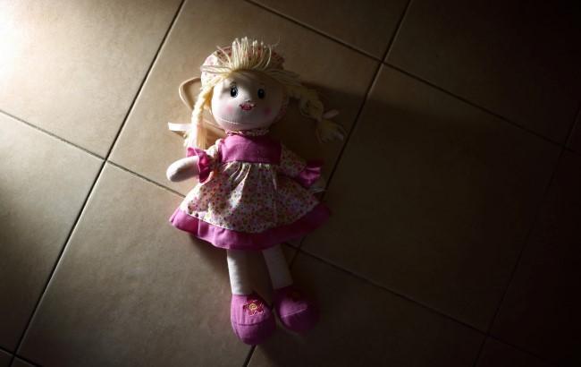 В Донецкой области женщина сбежала от двух маленьких детей