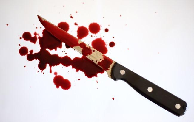 В Киеве пьяный мужчина с ножом преследовал женщину