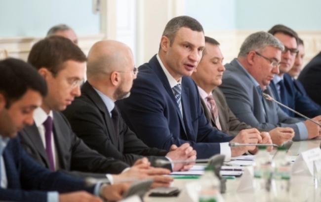 """Кличко и """"Нефтегазовая ассоциация Украины"""" будут вместе бороться с нелегальными газовыми заправками"""