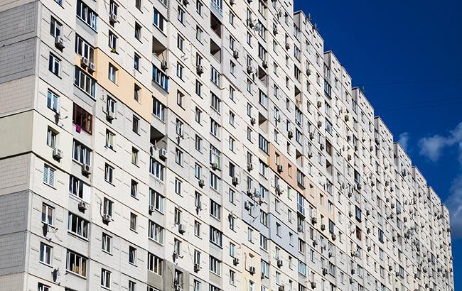 В Днепре школьница выжила после падения с девятого этажа
