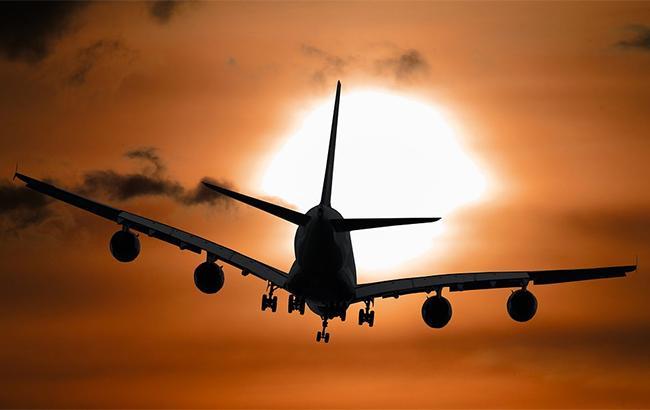 На Мальте самолет врезался в офисное здание