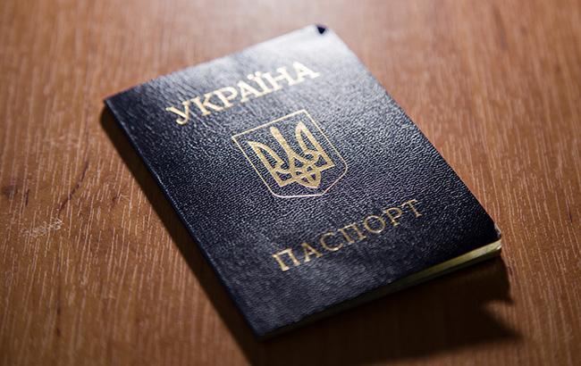 Житель Макеевки публично сжег украинский паспорт