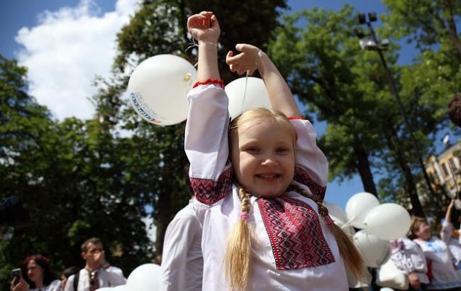 Фото: Дитина у вишиванці (РБК-Україна)