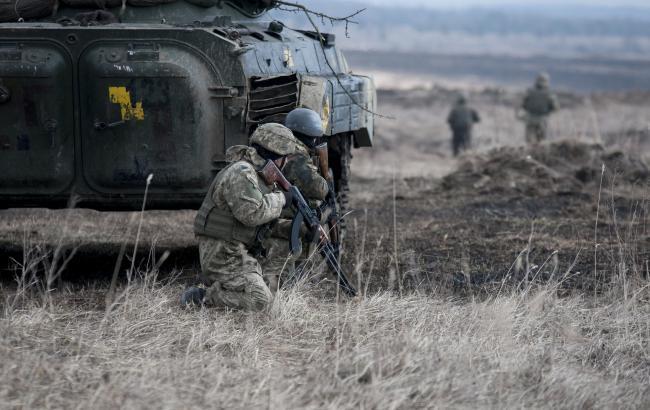 """Бійці АТО на очах у терористів знищили прапор """"Новоросії"""""""