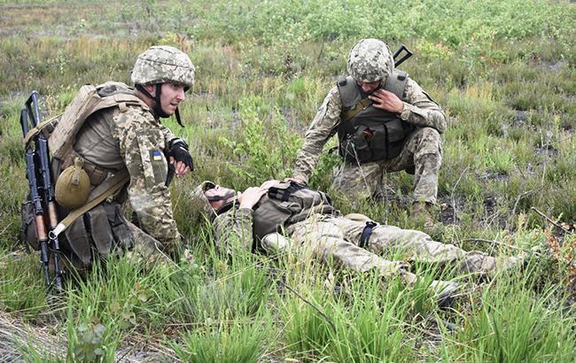 В зоні АТО за добу поранений один український військовий, - штаб
