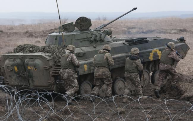 Боец АТО показал на видео обстрел в Луганской области