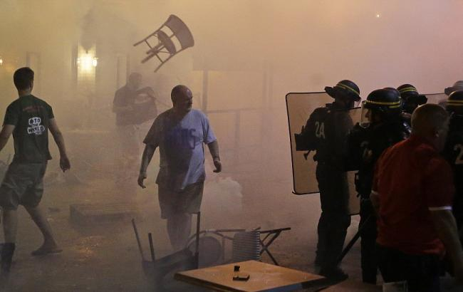 Фото: в результаті сутичок був майже повністю розгромлений один з ресторанів