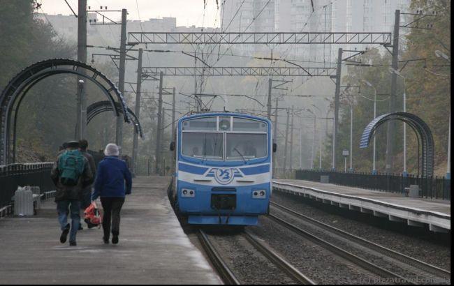 Под Киевом люди блокировали железную дорогу, требуя добавить вагонов электричке