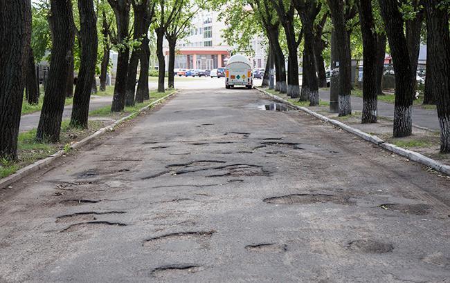 Фото: Ямы на дорогах (РБК-Украина)