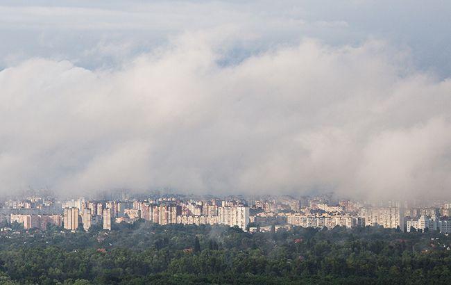 Фото: дощові хмари над містом (РБК-Україна)