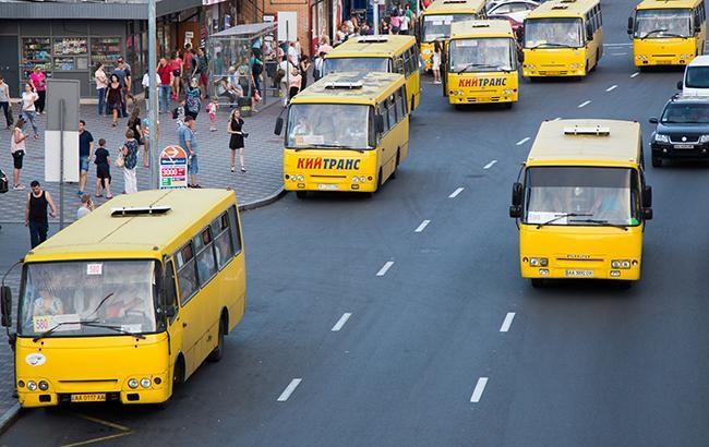 В Киеве маршрутный автобус протаранил грузовик