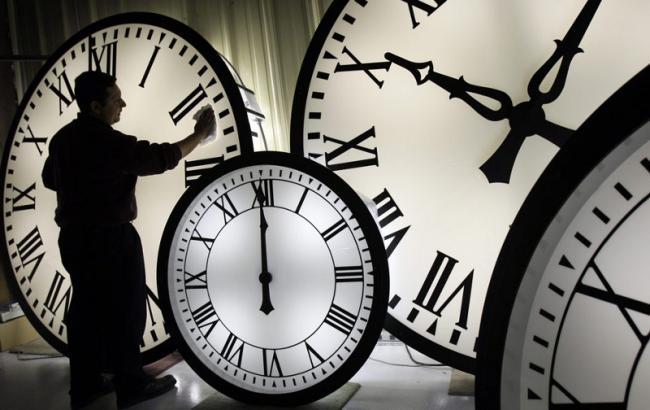 Фото: Перевод часов в Украине на зимнее время (obozrevatel.com)