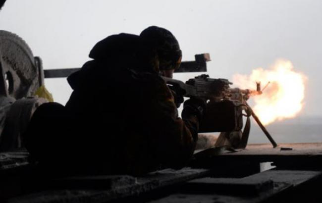 Боевики ночью 14 раз обстреляли позиции сил АТО, - штаб