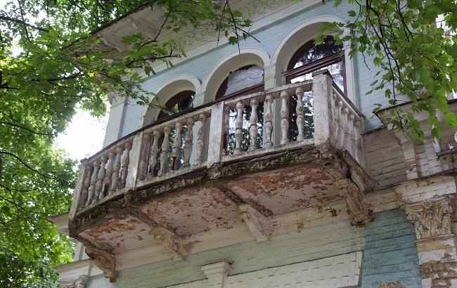 Фото: Колишня резиденція партійних діячів сьогодні переживає не найкращі часи (РБК-Україна)