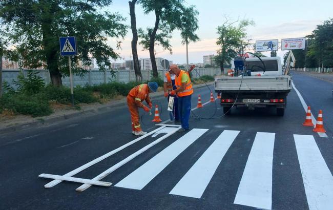 Фото: ремонт на трассе Одесса-Черноморск (facebook.com/odessavtodor)