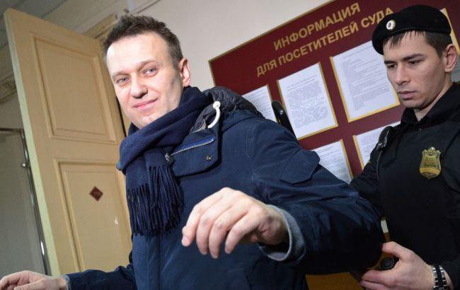 Навального арестовали и будут держать в полиции до решения суда