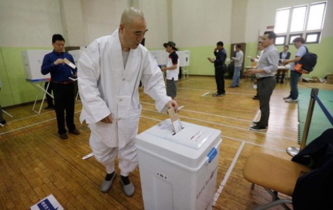 На президентських виборах у Південній Кореї проголосувало більше половини виборців