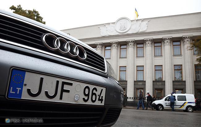 Авто на еврономерах (фото: РБК-Украина)
