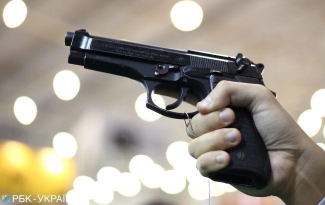 В Николаеве двое полицейских устроили стрельбу на улице