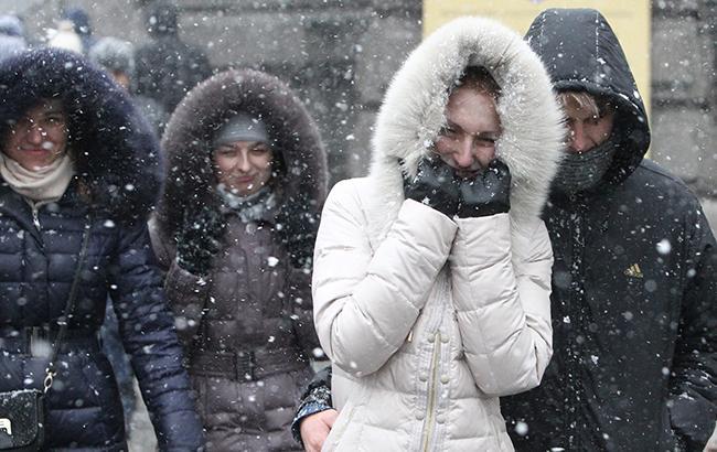 """""""Сніг буває навіть у квітні"""": синоптик розповіла, коли нарешті потепліє"""