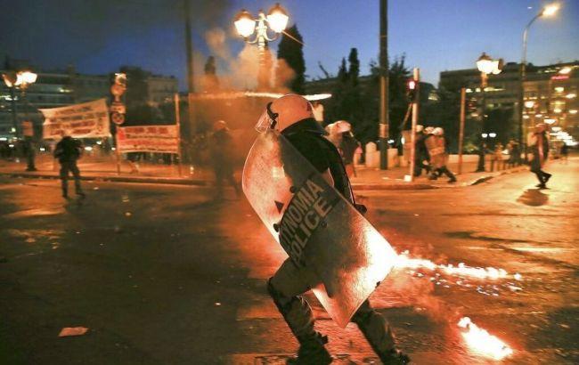 Фото: в Афинах произошли столкновения между полицейскими и анархистами