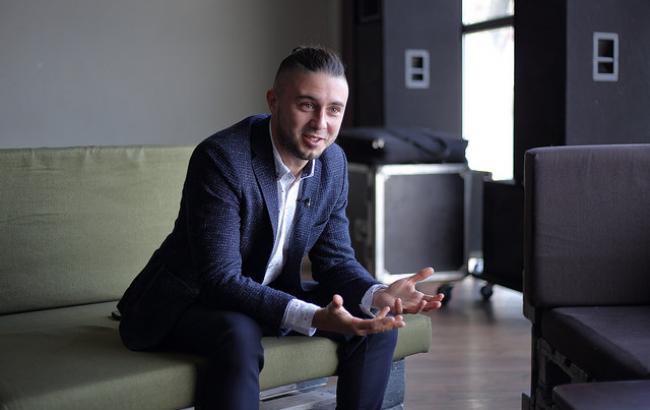 Тарас Тополя рассказал, как с певицей Alyosha воспитывает сыновей