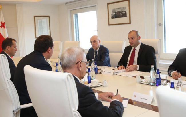 Украина и Грузия договорились ускорить отмену визового режима между странами