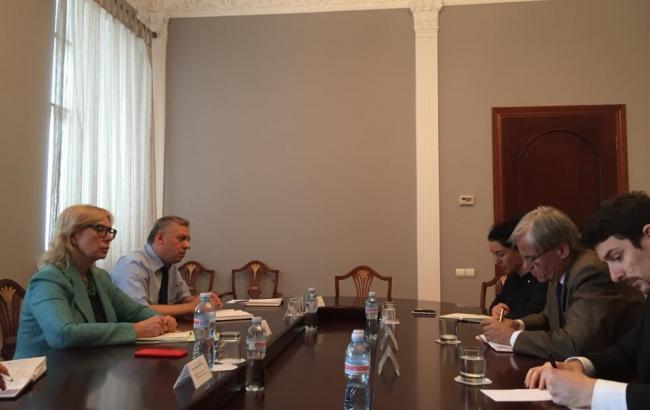 Денисова упрекает Красный крест в равнодушии к украинским политзаключенным