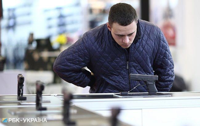 Стой, стрелять будут: почему украинцы массово покупают оружие