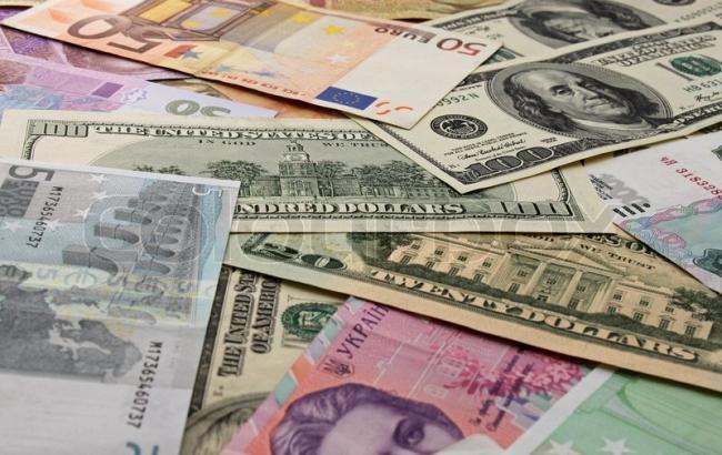 Курс гривни на межбанке в понедельник снизился до 22,075 грн/$1