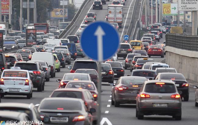 У Києві утворилися численні затори на дорогах