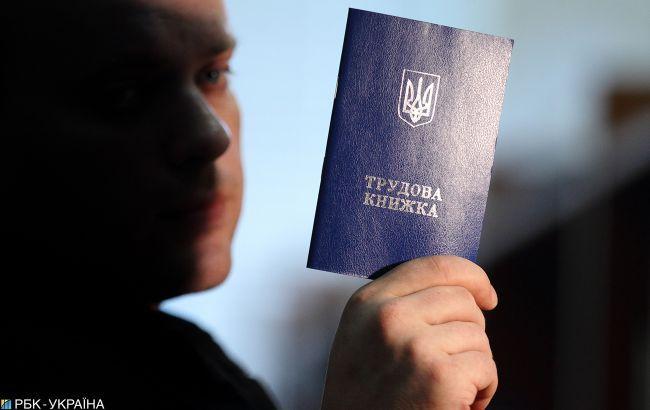 Украинцам начнут платить больше: с 1 июля поднимутся суммы пособий