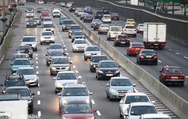 В Киеве образовались многочисленные пробки на дорогах