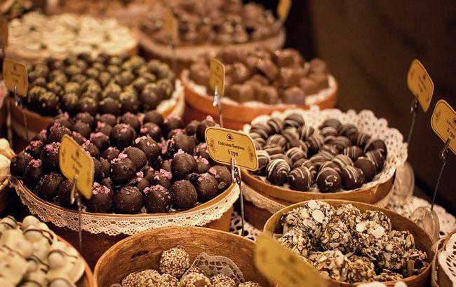 Росія у відповідь на санкції хоче заборонити ввезення квітів і шоколаду з ЄС