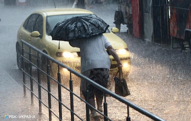Синоптики попереджають про сильні дощі та град у ряді областей України
