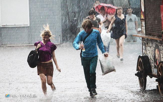 Погода на сьогодні: в Україні дощі, температура до +30
